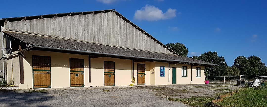 Le bâtiment principal du centre équestre E Kinetik